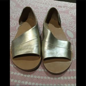 Womans gold sandles by universal thread 9.5